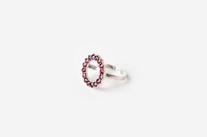 Stříbrný prsten s granáty_design Belda Factory_Debut Gallery_cena 9300 Kč