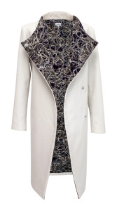 Elisha - krátký bílý kabát s fialovou fleesovou podšívkou, cena 7890 (2)