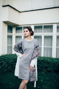 Elisha - krátký bílý kabát s fialovou fleesovou podšívkou, cena 7890 (3)