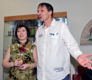 Na snímku vidíme ředitelku čínského centra Fuzhi společnosti LI WEST ing. Natálii Loginovou, spolu s atrologem Jindřichem Pavlisem