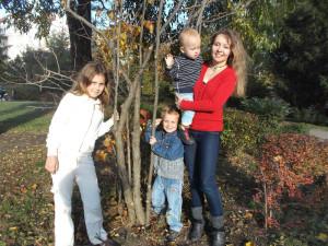 Prvními čtenáři a posluchači pohádkových příběhů autorky Petry Vychytilové jsou její děti Anetka, Honzík a Danielek, které každý maminčin text rády a zodpovědně zhodnotí.