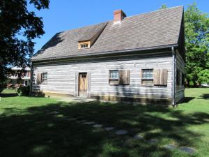 Gray Cottage – dům, který si Moravané postavili v Nazarethu na podzim roku 1740, aby přečkali zimu. Svou architekturou připomíná stavby v severočeském pohraničí a Horní Lužici