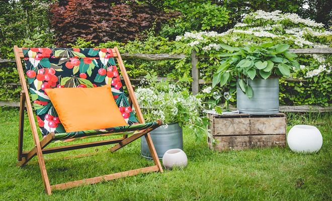 Extra Large Deckchair In cherry fabric design,www.denysandfielding.co.uk, 195GBP jpg