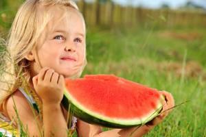 Melouny Bouquet_holcicka s rozkrojenym melounem