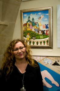 Jedním z pravidelných dárců pro Konto bariéry je i malířka Alexandra Dětinská. Vidíme ji u jejího obrazu, nazvaného Víla, která ráda věšela své šatičky