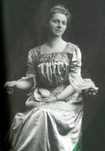Emily Hobhouseová (9.4.1860 – 8.6.1926), světu téměř neznámá odvážná žena. Při vzniku prvních koncentračních táborů prosadila zlepšení podmínek v koncentračních táborech pro búrské osadníky.