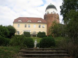 Lenčín, zámek postaven na zbytku věže slovanského hradu
