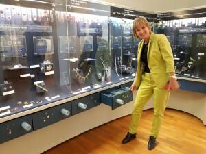 Naše muzeum skla a bižuterie patří též mezi partnery nového turistického projektu Libereckého kraje, nazvaného Křišťálové údolí, který má za úkol nalákat do této historické sklářské oblasti domácí i zahraniční návštěvník…říká Milada Valečková