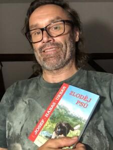 Josef H. Urban s knihou Zloděj psů