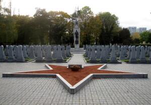 Hroby sovětských vojáků tamtéž