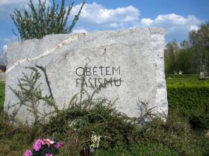 Planá, hrob a pomník obětí pochodu smrti a války