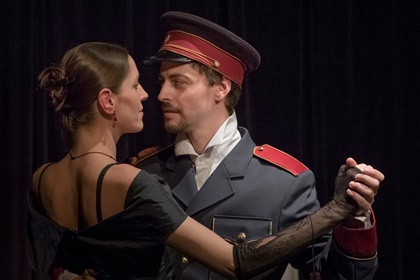 Anna Karenina (Pavla Drtinová) a Alexej Vronskij (Pavel Kryl)