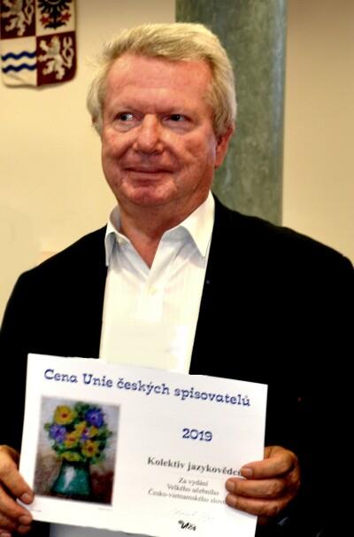 Spoluzakladatel UČS a její současný předseda Karel Sýs na loňském slavnostním večeru při předávání cen