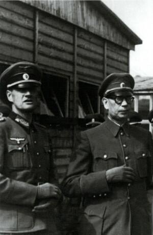 Andrej Vlasov (vpravo; nar. 1901, popraven v Moskvě 1946), ruský sovětský generál, který za 2. světové války v německém zajetí vytvořil ROA, do jejíhož vedení byl jmenován Heinrichem Himmlerem s hodností generálplukovníka.